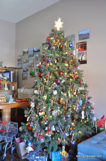 A 9 Month Pregnant Mom's Christmas Home Tour - Christmas Tree - talkinginallcaps.com