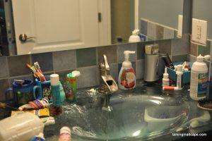 A 9 Month Pregnant Mom's Christmas Home Tour - Bathroom - talkinginallcaps.com