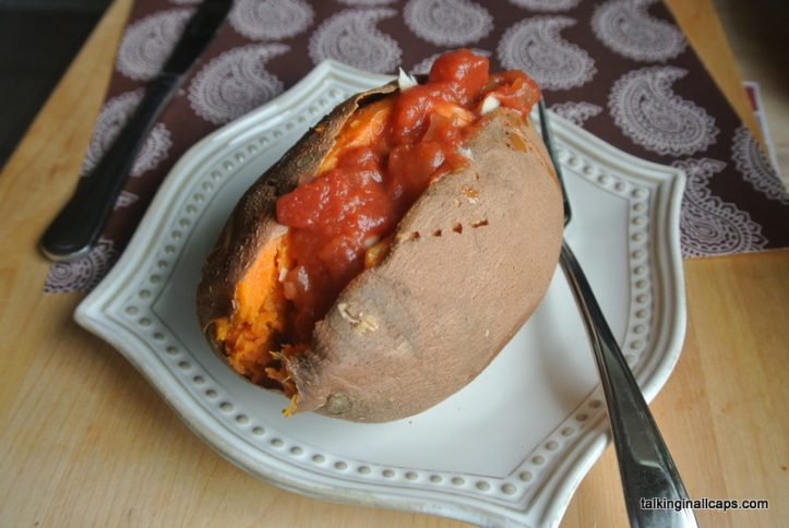 Chicken and Salsa Sweet Potatoes - Easy Meals - talkinginallcaps.com