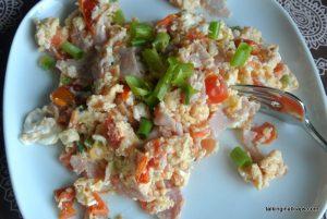Egg scramble - easy meals - talkinginallcaps.com