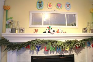 messy xmas mantel - talkinginallcaps.com